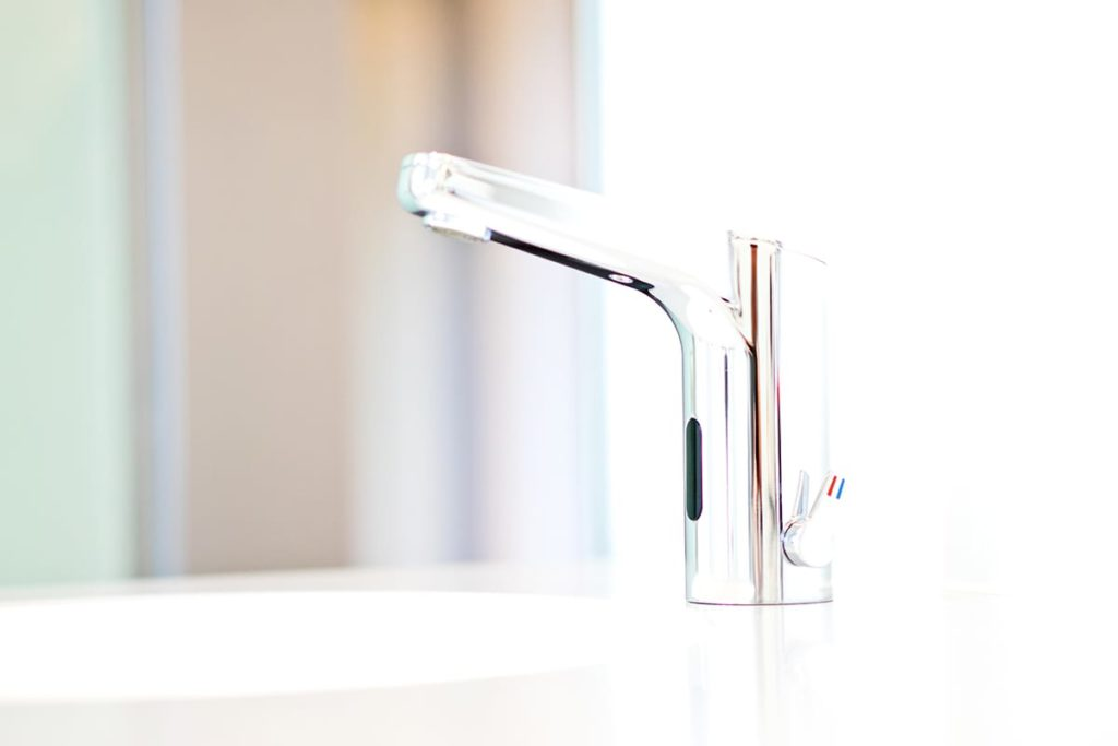 A touchless faucet in a residential kitchen.